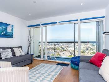 COMFORTABLE LIVING AREA WITH ACCESS TO THE BALCONY