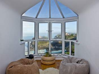 STUNNING SEA VIEWS FROM THE LIVING ROOM