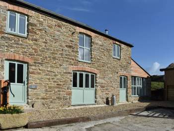 LOVINGLY RESTORED AND THOUGHTFULLY CONVERTED FORMER BARN