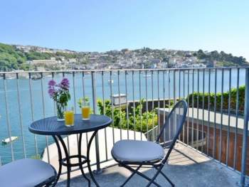BALCONY WITH OUTSTANDING VIEWS OVER THE ESTUARY