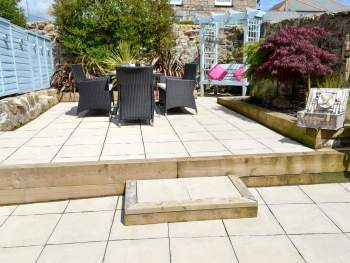SMALL ENCLOSED GARDEN WITH PATIO AND GARDEN FURNITURE