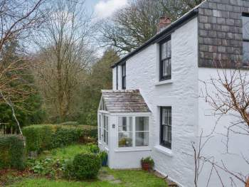 LOVELY DETACHED COTTAGE WITH LARGE GARDEN