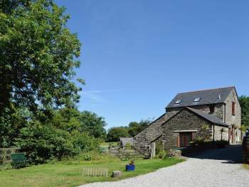 LOVINGLY RESTORED STONE-BUILT FORMER FARM BUILDING