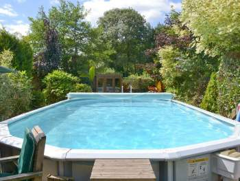 SHARED HEATED OPEN-AIR SWIMMING POOL