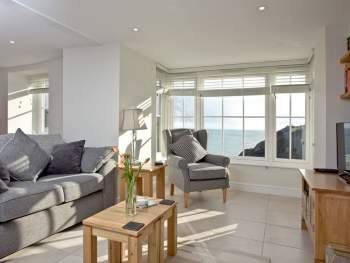 AMPLE BAY WINDOW WITH PANORAMIC SEA VIEWS