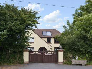 STUNNING & SPACIOUS DETACHED HOUSE WITH PANORAMIC VIEWS