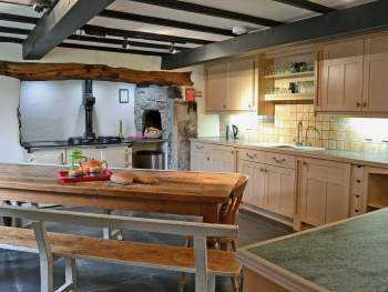 BEAUTIFULLY DESIGNED KITCHEN / BREAKFAST AREA WITH BEAMS