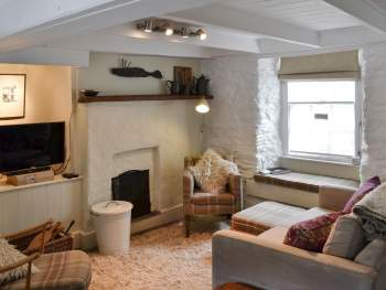 COSY LIVING SPACE WITH OPEN FIRE