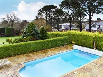 PRIVATE OUTDOOR SWIMMING POOL