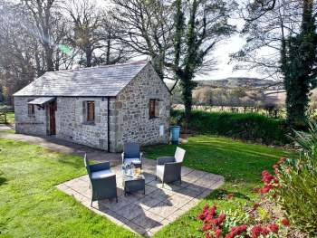 ATTRACTIVE, CONVERTED BARN