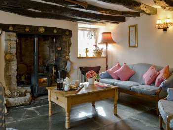 CHARACTERFUL LIVING ROOM WITH WOOD BURNER