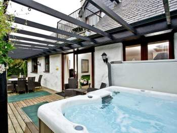 RELAXING PRIVATE HOT TUB ON THE DECKING