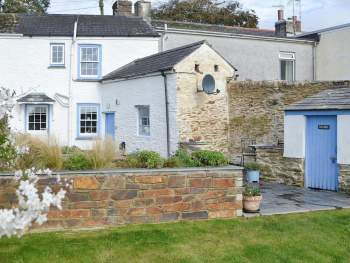 LOVELY WHITEWASHED STONE COTTAGE