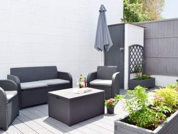 STYLISH ENCLOSED COURTYARD WITH OUTDOOR FURNITURE