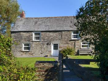 CHARMING DETACHED HOLIDAY COTTAGE