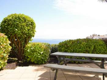 WELL-MAINTAINED PATIO WITH SEA VIEWS