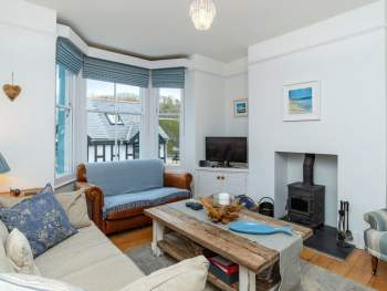 BEAUTIFULLY PRESENTED LIVING ROOM WITH WOOD BURNER
