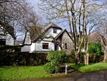 WONDERFUL HOLIDAY COTTAGE IN A WOODED LOCATION