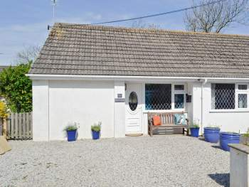 ATTRACTIVE HOLIDAY HOME JUST 700 YARDS FROM THE BEACH