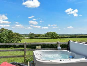 PRIVATE HOT TUB WITH MAGNIFICANT RURAL VIEWS