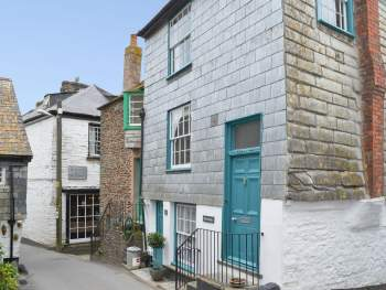 END-TERRACED GRADE II CORNISH HOLIDAY COTTAGE