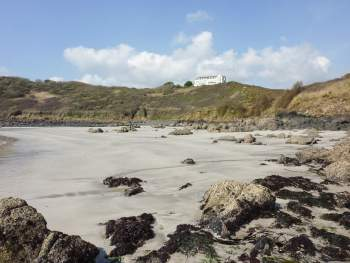 BEACH LOCATION LOOKING UP TO COVERACK HEADLAND APARTMENTS