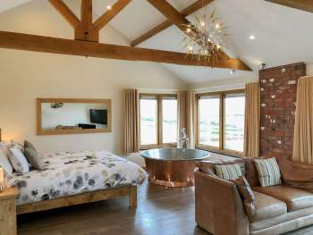 FANTASTIC ROMANTIC RETREAT ACCOMMODATION