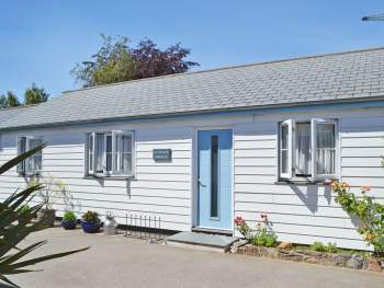 ATTRACTIVE HOLIDAY HOME