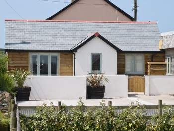 DELIGHTFUL DETACHED CORNISH HOLIDAY COTTAGE