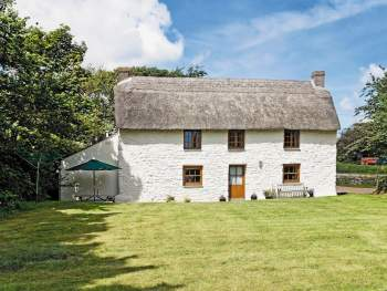 DELIGHTFULLY COSY, DETACHED THATCHED COTTAGE