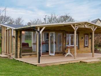 QUIRKY LODGE ACCOMMODATION IN THE CORNISH COUNTRYSIDE