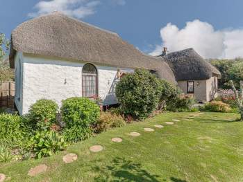 QUINTESSENTIAL THATCHED HOLIDAY HOME
