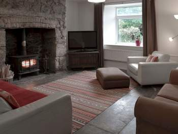 WELCOMING LOUNGE WITH WOOD BURNER