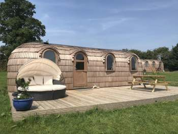 QUIRKY YET LUXURIOUS GLAMPING POD