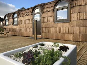 STUNNING GLAMPING POD WITH LARGE DECKED AREA TO THE FRONT