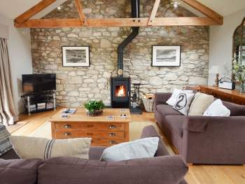 DELIGHTFUL LIVING AREA WITH WOOD BURNER