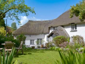 FANTASTIC GRADE II LISTED, THATCHED HOLIDAY HOME
