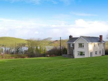 WONDERFUL HOLIDAY HOME, SET IN A GREAT LOCATION WITH PANORAMIC VIEWS ACROSS THE CAMEL ESTUARY