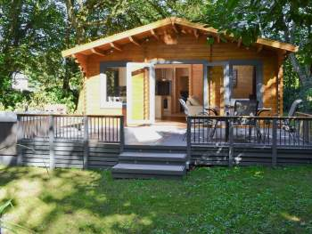 COMFORTABLE AND COSY MODERN, DETACHED LODGE IN A PEACEFUL WOODLAND SETTING