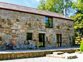 STUNNING AND SUPERBLY RESTORED GRANITE STONE BARN