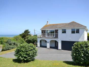 SUBSTANTIAL FAMILY HOLIDAY HOME CLOSE TO THE CORNISH COAST
