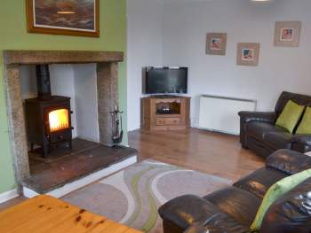 COSY LIVING ROOM WITH WOOD BURNER