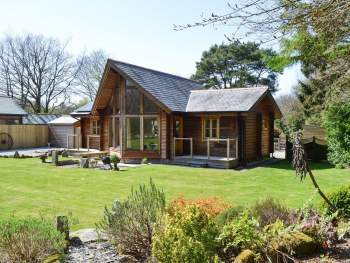 LOVELY DETACHED SCANDINAVIAN-STYLE LODGE