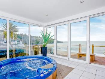 EXTERNAL SUN ROOM WITH HOT TUB FOR 6 WITH SEA VIEWS
