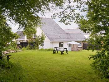 ATTRACTIVE HOLIDAY HOME WITH LAWNED GARDEN